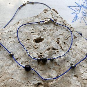 Krystal smykke med shungit, sodalit, hæmatit, onyx, pyrit der afstresser og beskytter mod stråling